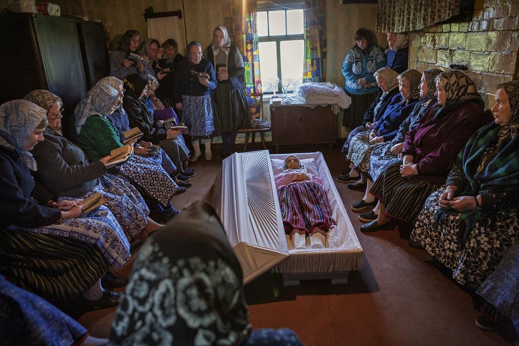 κηδεία ηλικιωμένης γυναίκας