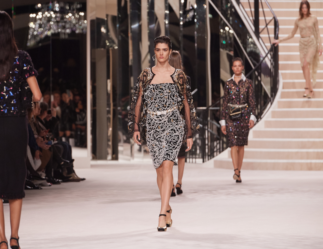 μοντέλο στο show Chanel Metiers d'Art '19-'20