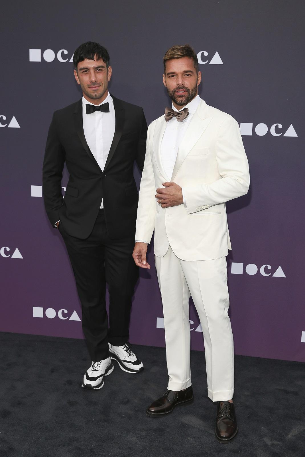 Jwan Yosef και Ricky Martin στο κόκκινο χαλί με κοστούμι