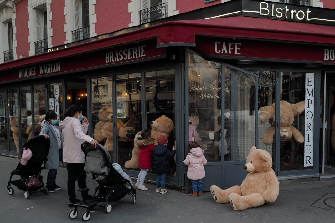 λούτρινα αρκουδάκια στο Παρίσι