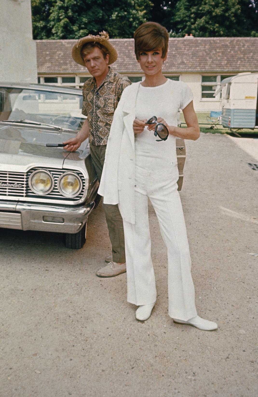 Audrey Hepburn με λευκό σύνολο