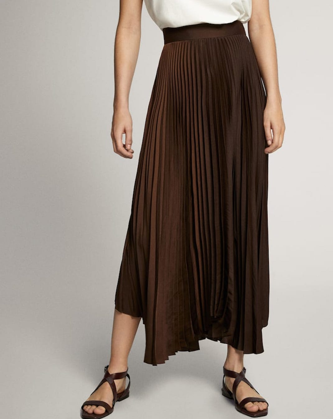 μοντέλο με μίντι φούστα