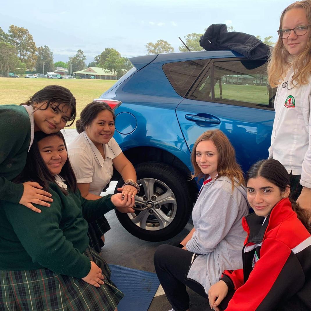 μαθήτριες αυτοκίνητο