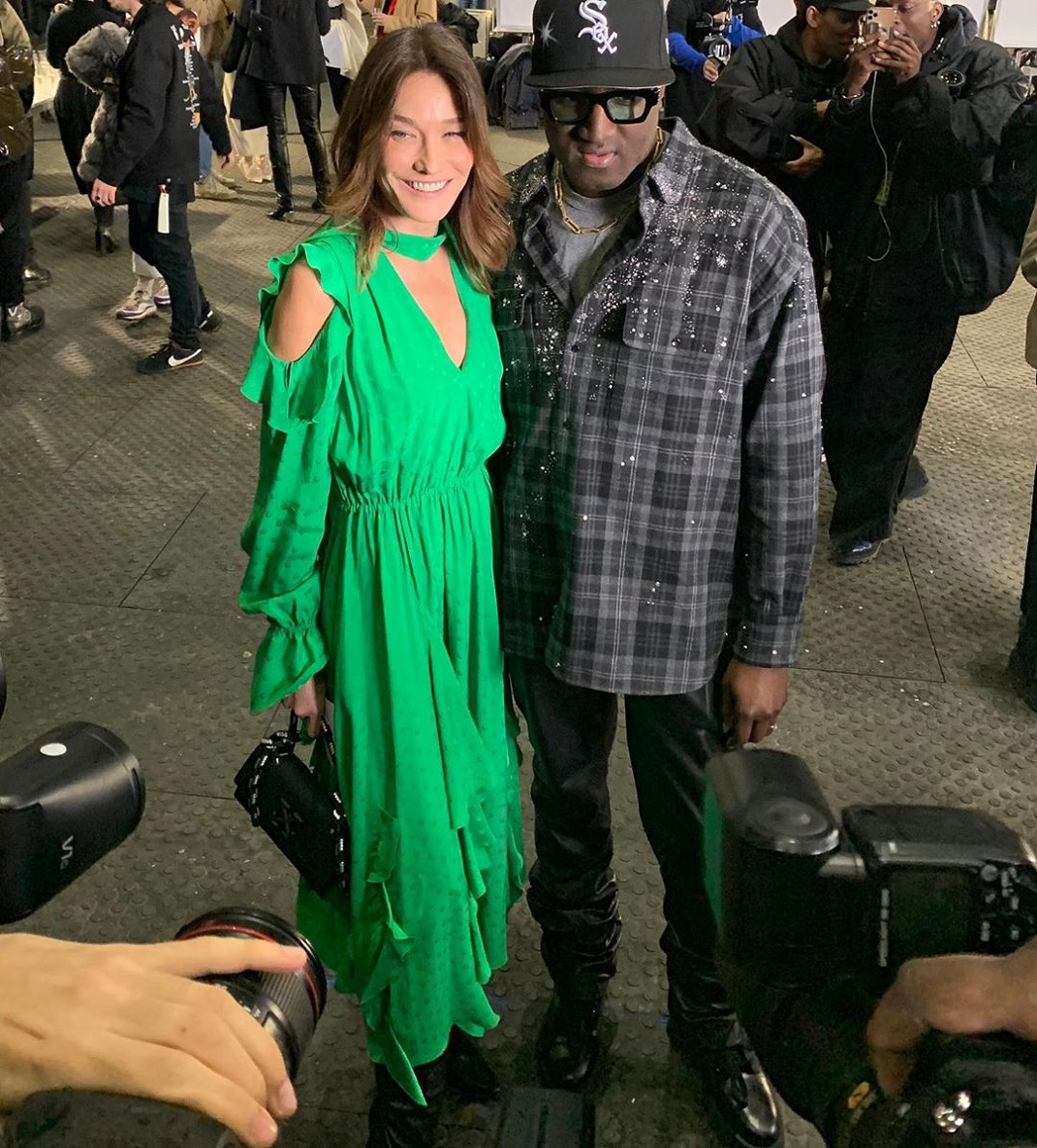 Η Κάρλα Μπρούνι με τον Virgil Abloh