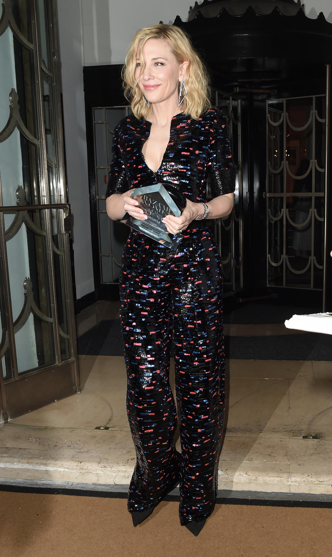 Η Κέιτ Μπλάνσετ με jumpsuit Armani Prive σε βραβεία