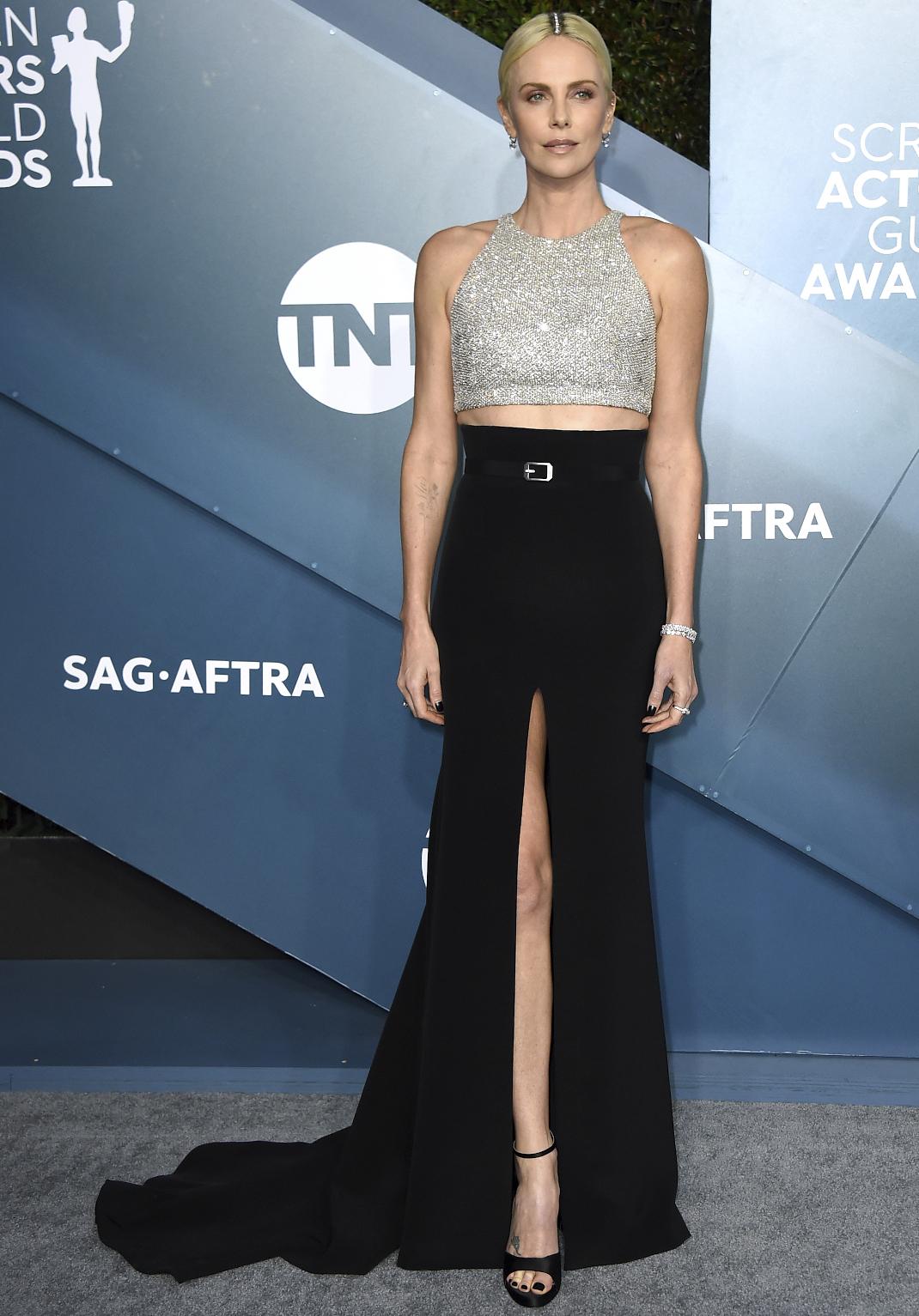 Charlize Theron στο κόκκινο χαλί των SAG Awards