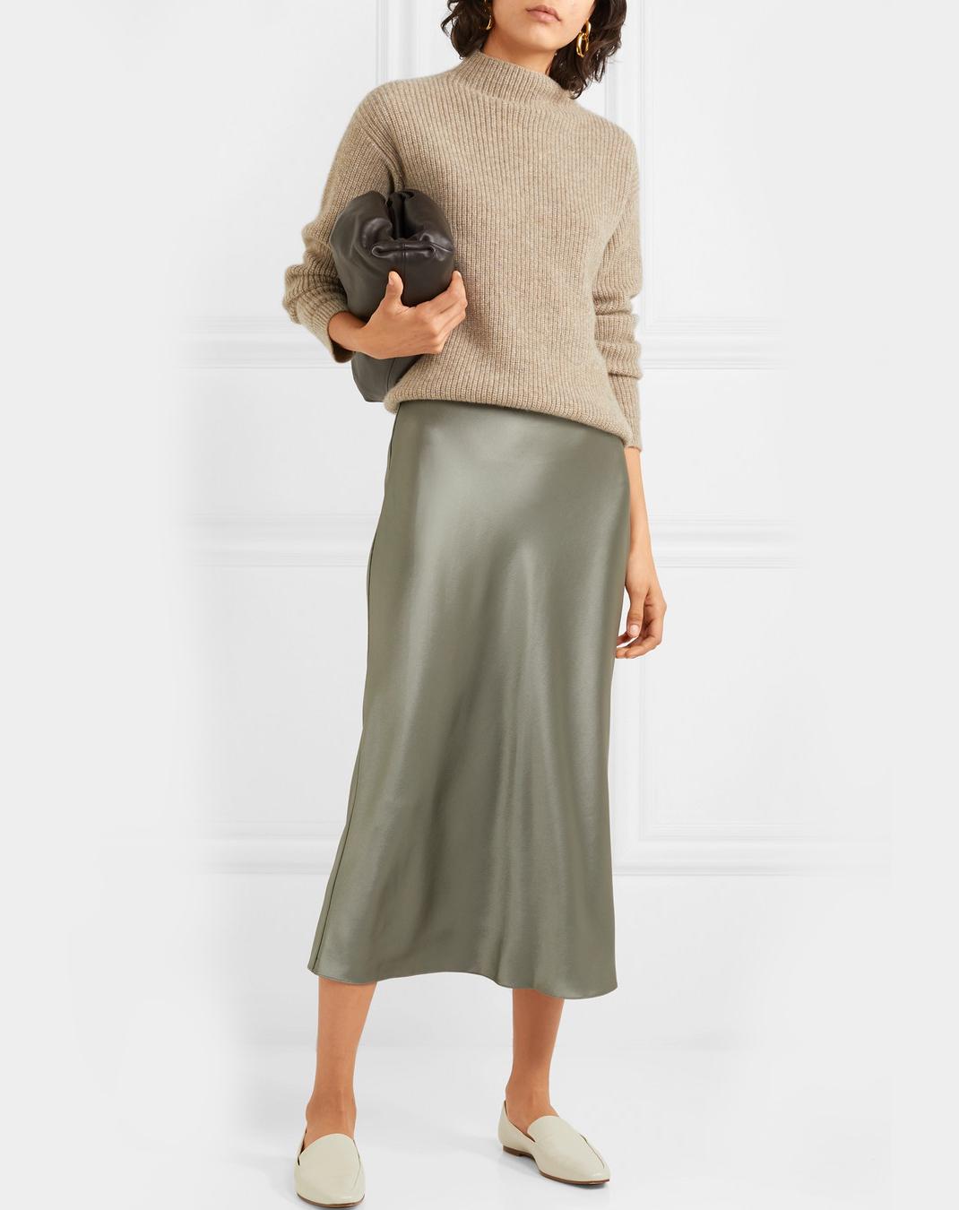 γυναίκα με σατέν φούστα Deveaux