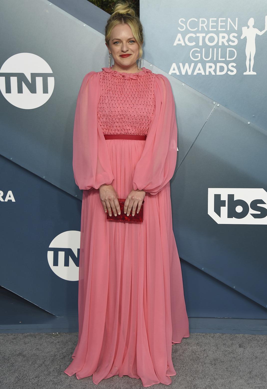 Η Elisabeth Moss στο κόκκινο χαλί των SAG Awards