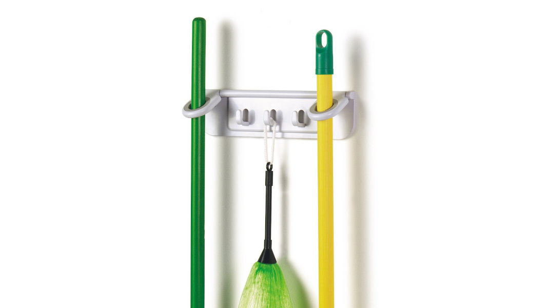 Aυτός είναι ο πιο έξυπνος και πρακτικός τρόπος να αποθηκεύσετε σκούπες και σφουγγαρίστρες -Για να μην πιάνουν χώρο
