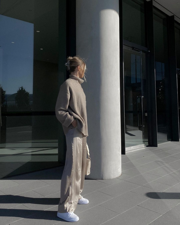 woman minimal style