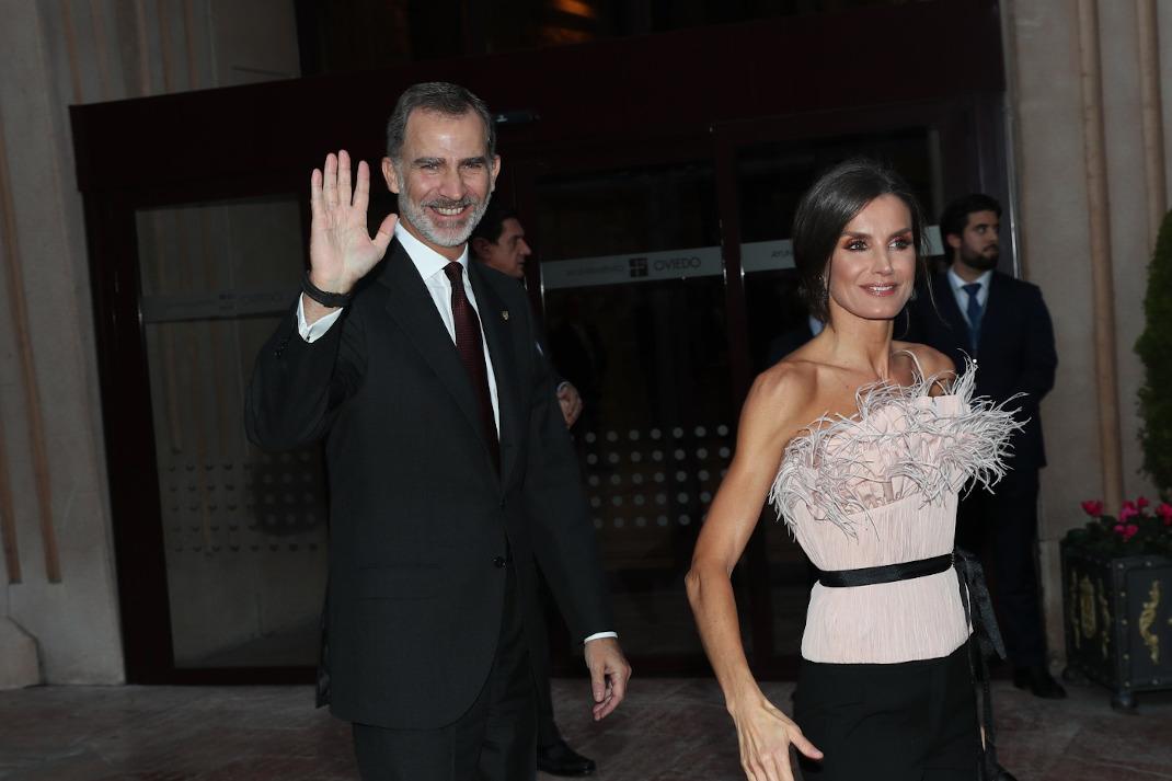 Ο βασιλιάς Φελίπε και η βασίλισσα Λετίθια χαμογελούν
