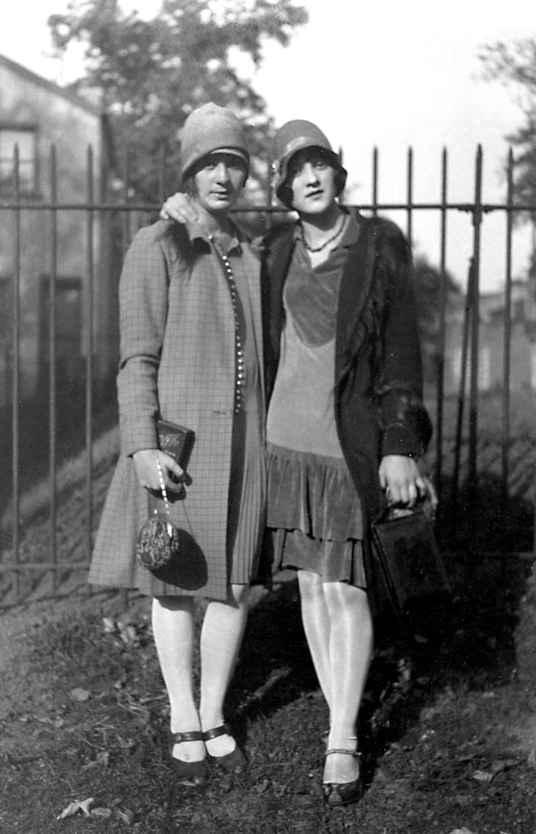 γυναίκες με παπούτσια mary janes το 1925