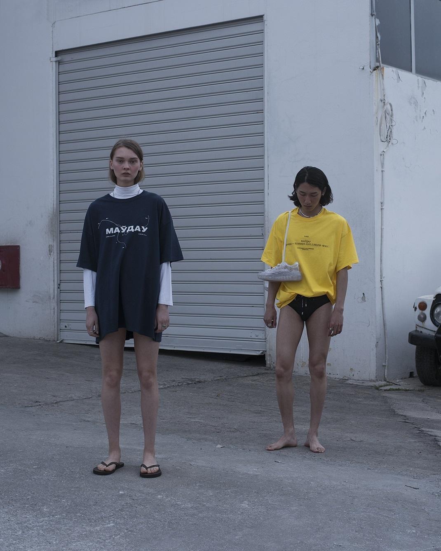 μοντέλα με μπλούζα hard