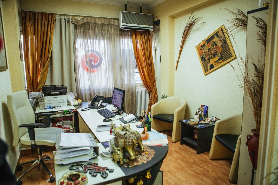 Γραφείο συνοικεσίων με καρέκλα πολυθρόνες