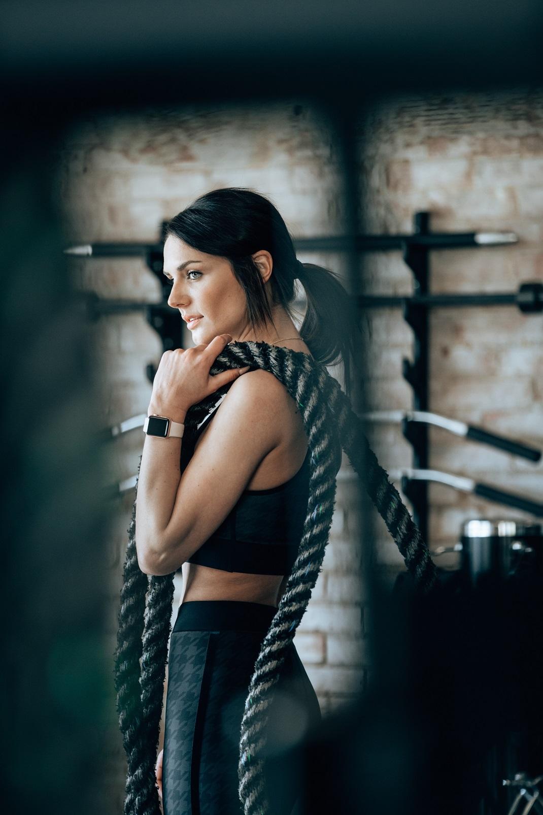 Γυναίκα στο γυμναστήριο