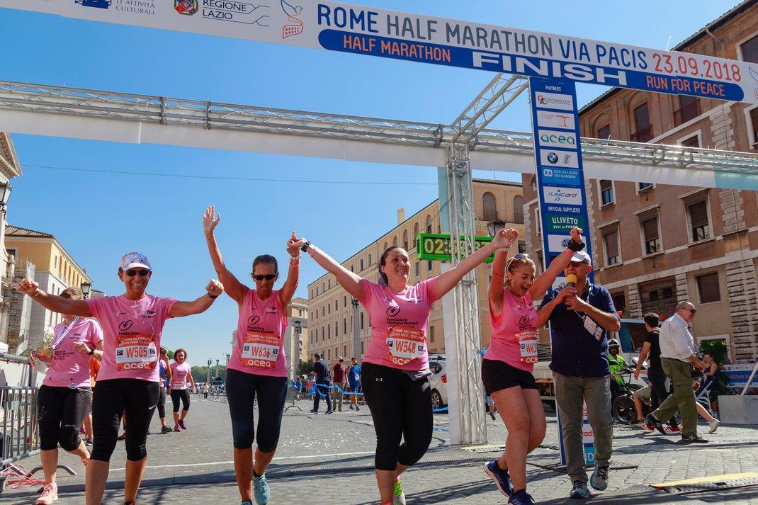 Γυναίκες σε αγώνα δρόμοu για τον καρκίνο του μαστού