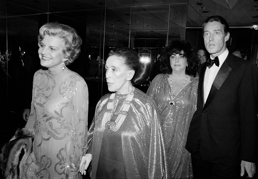 Ο Roy Halston το 1979 με τις Betty Ford, Martha Graham και Elizabeth Taylor