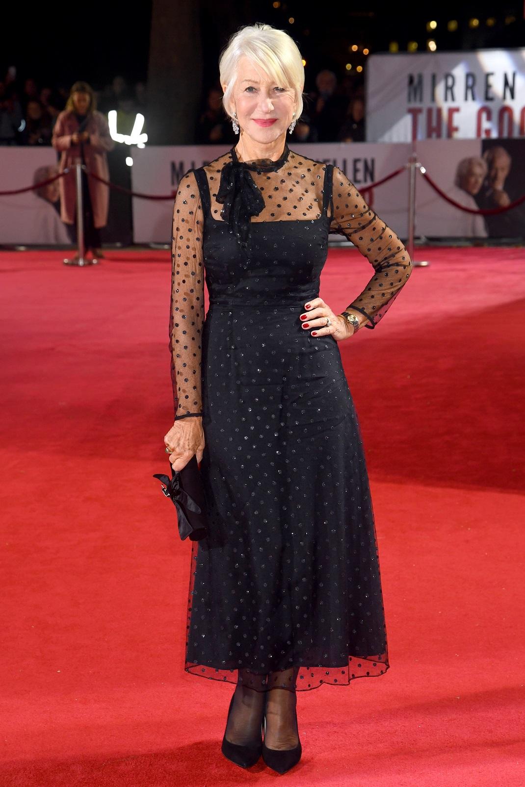 Η Έλεν Μίρεν με πουά φόρεμα και μαύρες γόβες στο κόκκινο χαλί