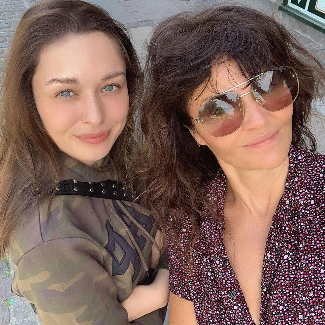 Η Ελενα Κρίστενσεν με την ανιψιά της