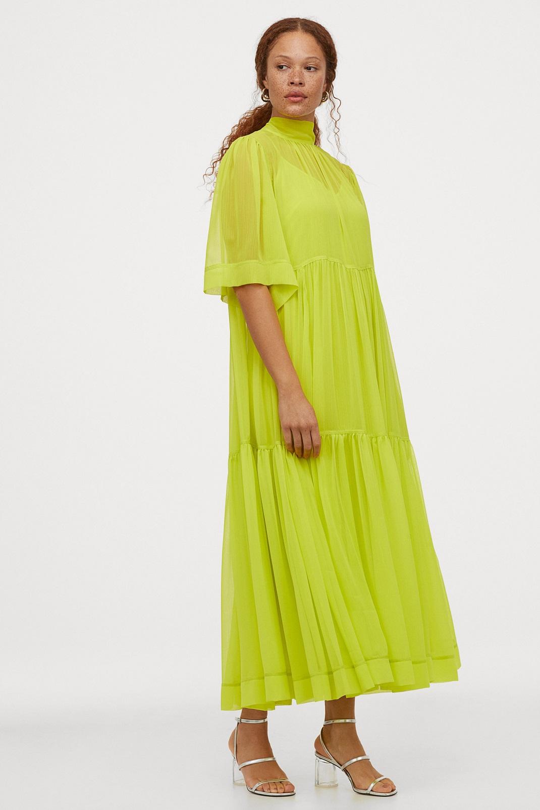 μοντέλο με φόρεμα Η&Μ