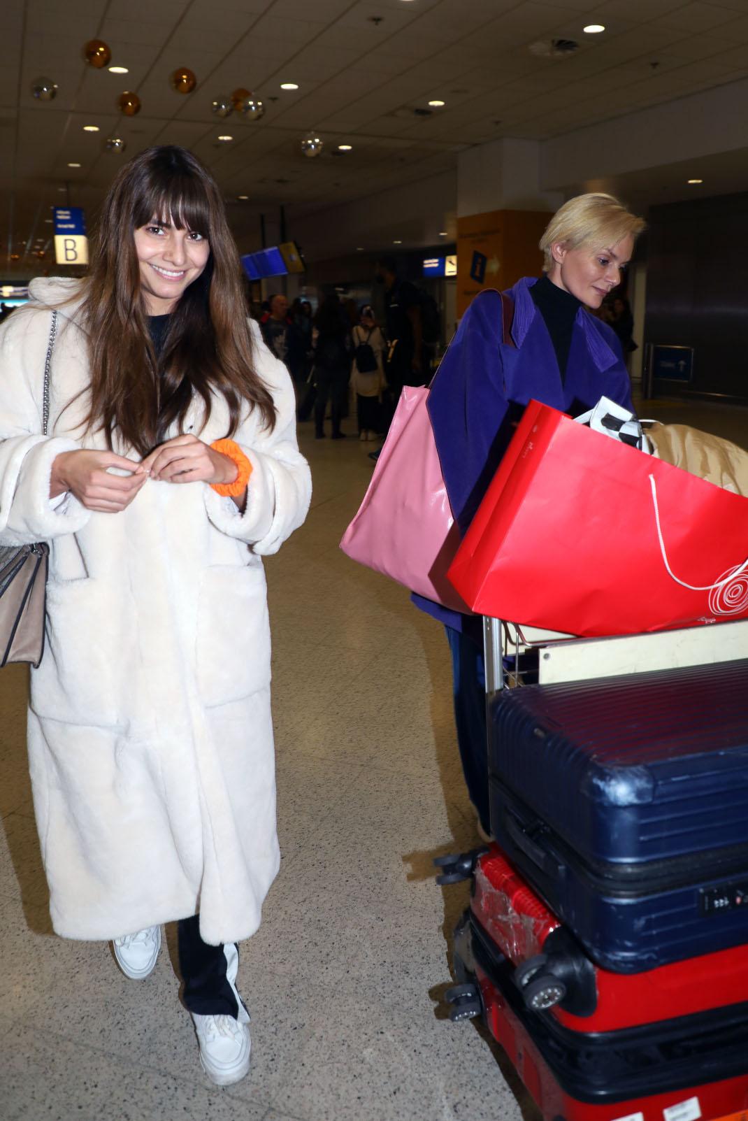 Ηλιάνα Παπαγεωργίου-Έλενα Χριστοπούλου στο αεροδρόμιο