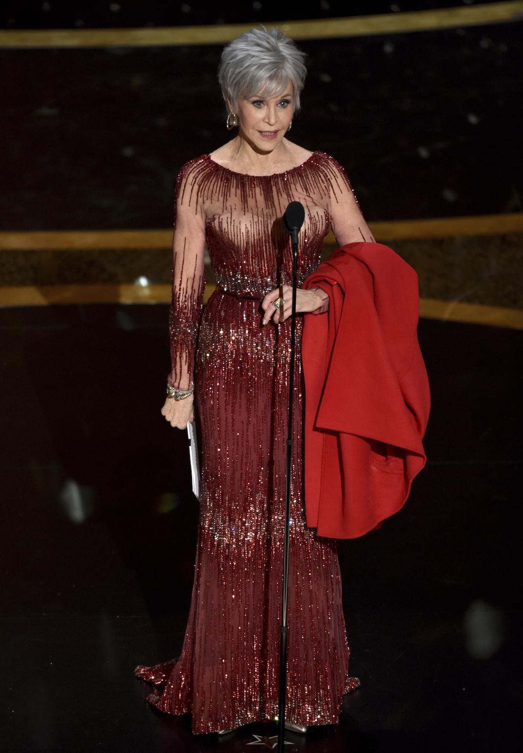 Η Τζέιν Φόντα στα βραβεία Οσκαρ με pixie cut κούρεμα