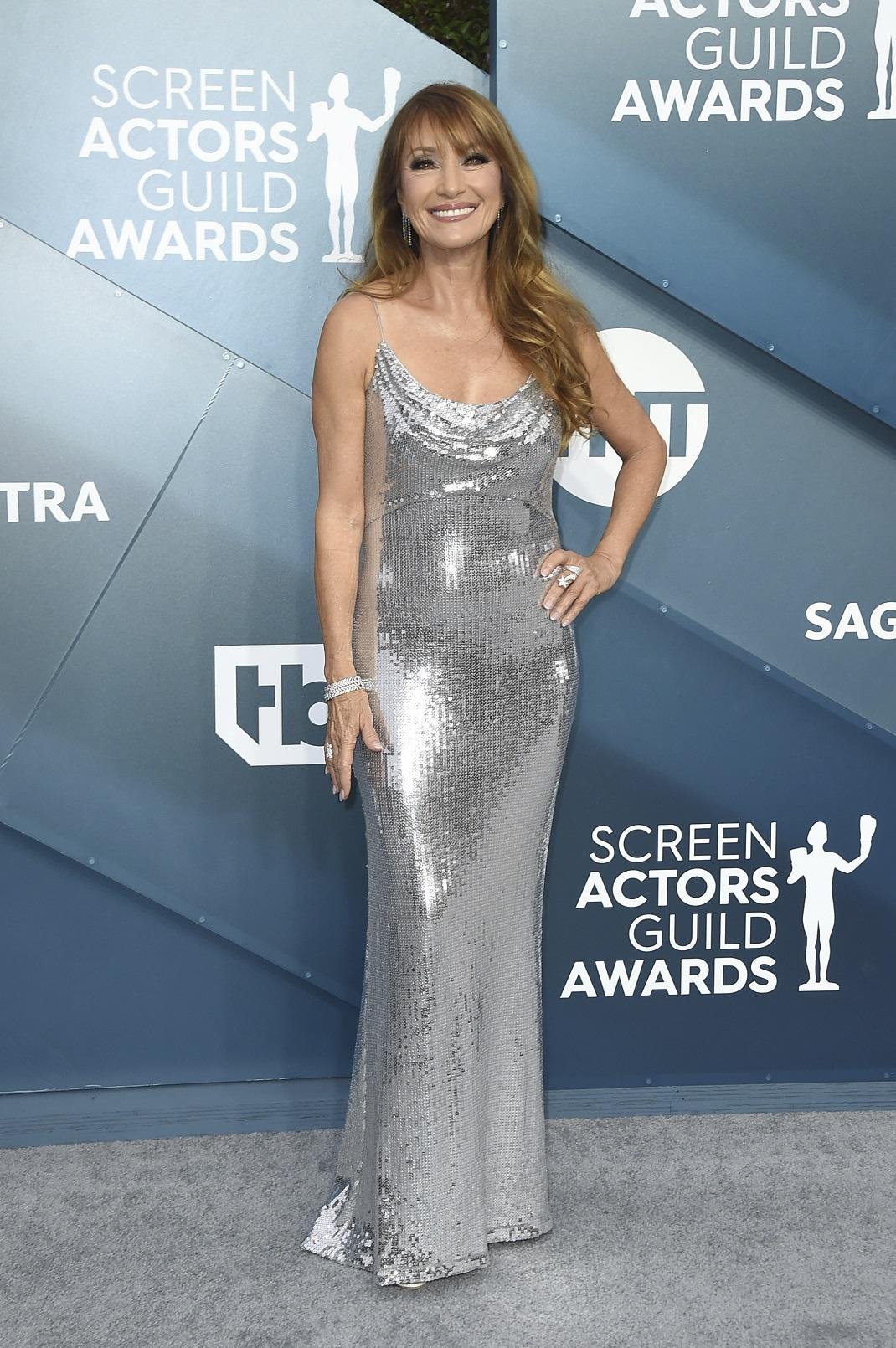 Η Τζέιν Σέιμουρ με ασημένιο φόρεμα στα SAG Awards