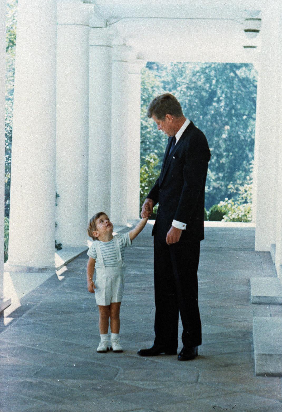 Τζον Φιτζέραλντ Κένεντι τζούνιορ με JFK