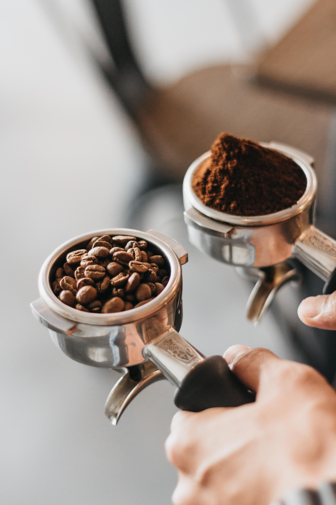 Κόκκοι καφέ και αλεσμένος καφές