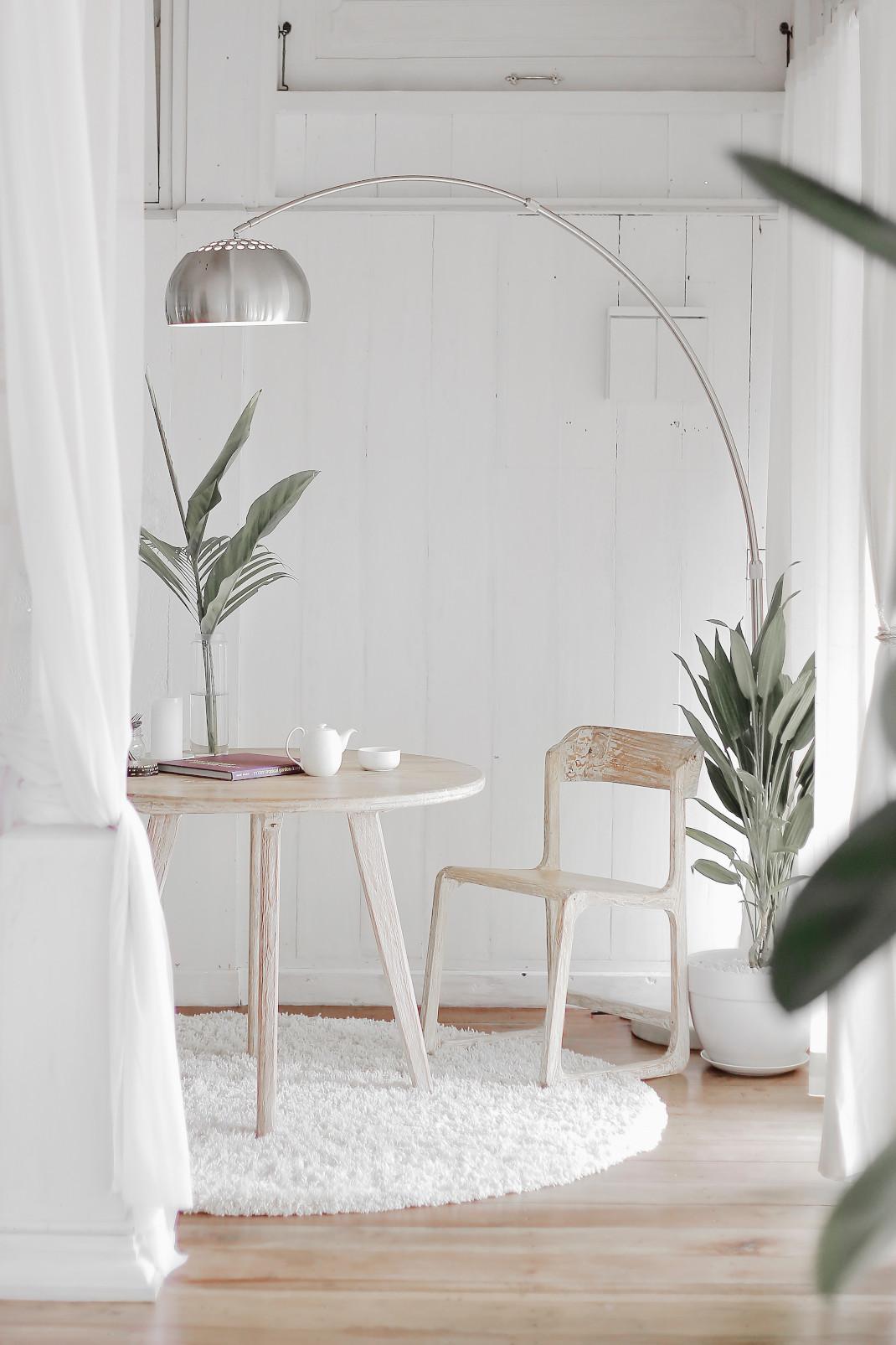 τραπέζι και καρέκλα
