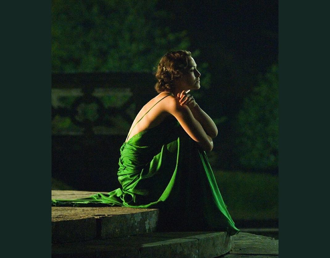 Η Keira Knightley στην Εξιλέωση με πράσινο φόρεμα