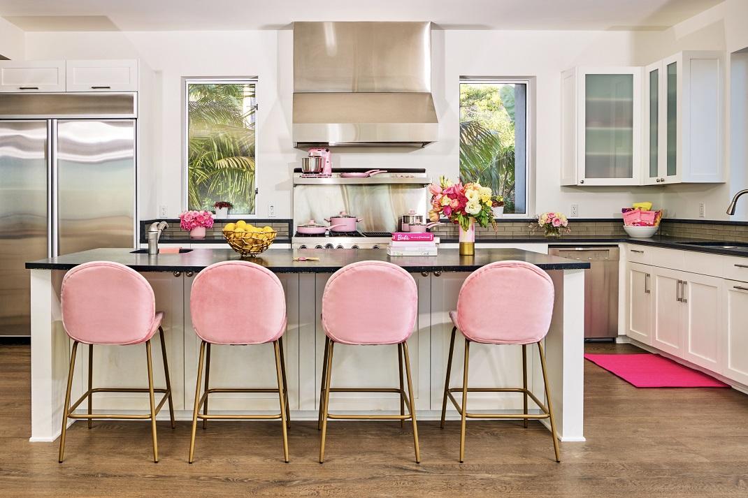 Η κουζίνα στο σπίτι της Barbie στο Μαλιμπού