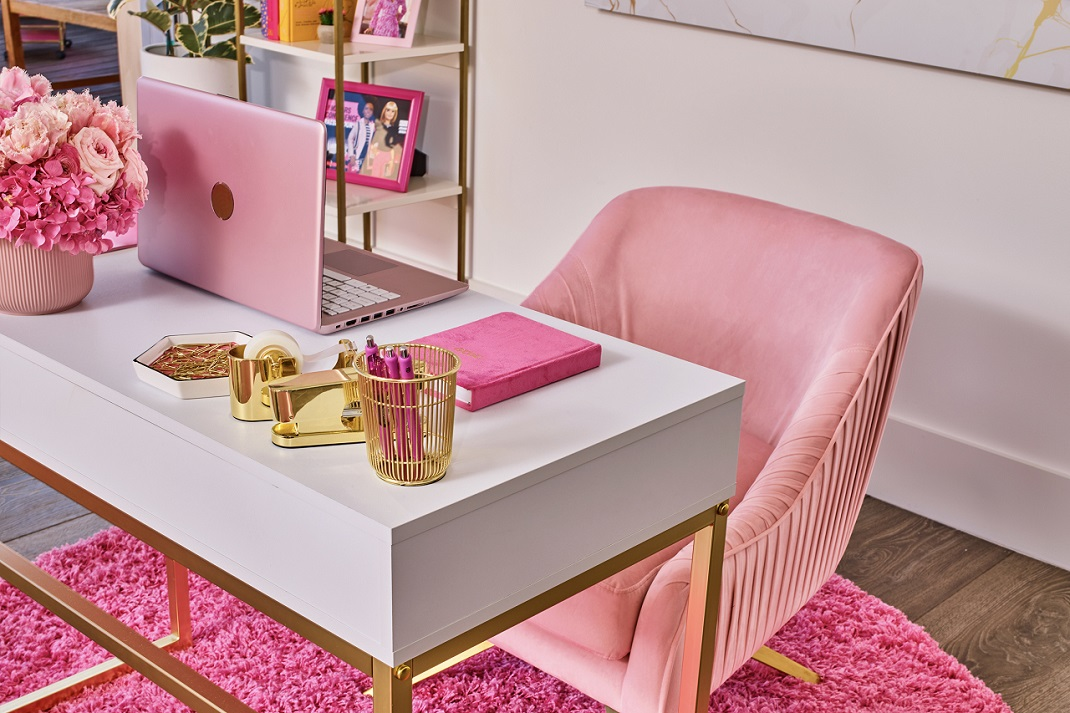 Η ροζ διακόσμηση στο σπίτι της Barbie στο Μαλιμπού