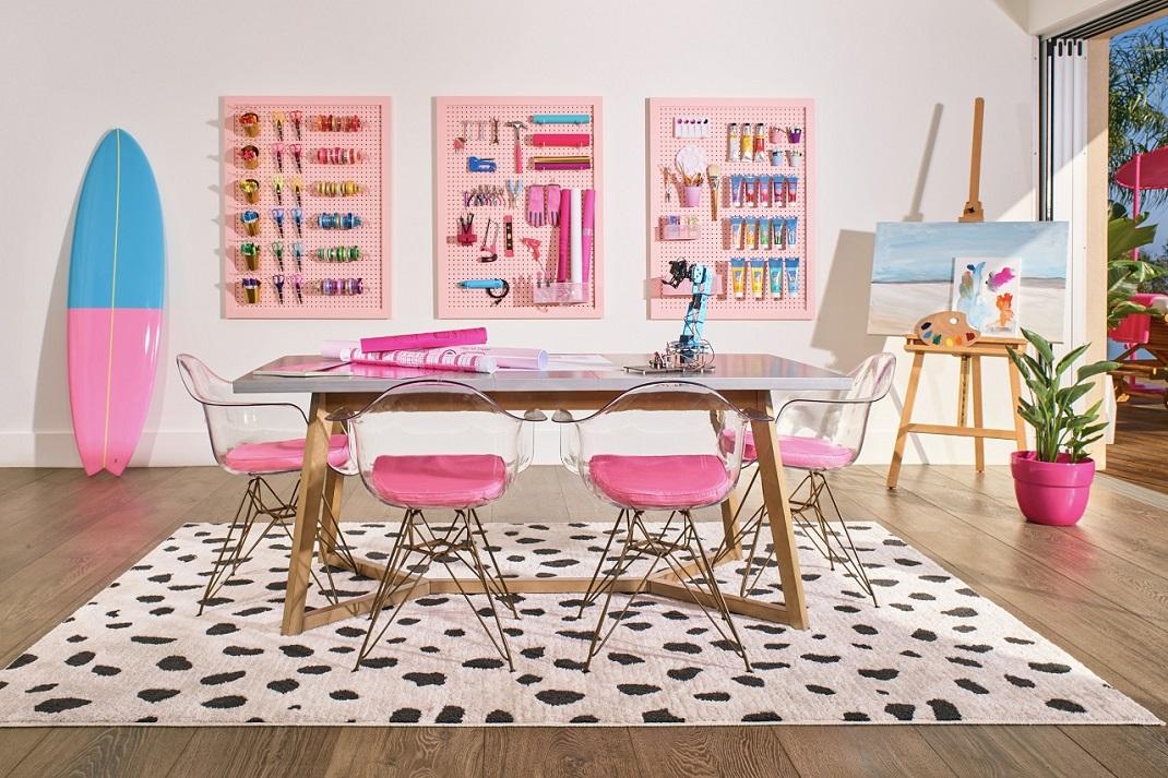 Το dining room στο σπίτι της Barbie στο Μαλιμπού