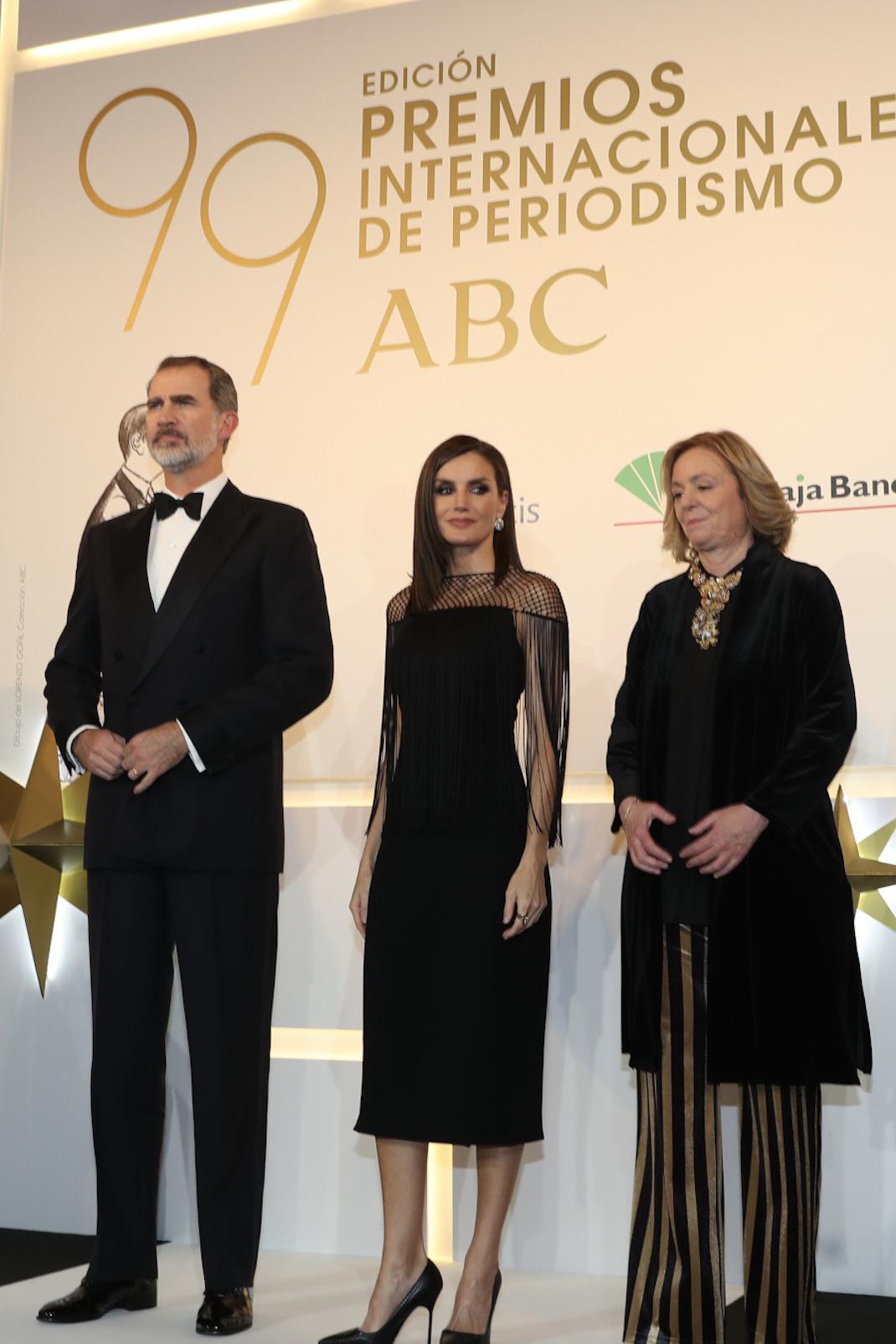 Η βασίλισσα Λετίθια με μαύρο φόρεμα