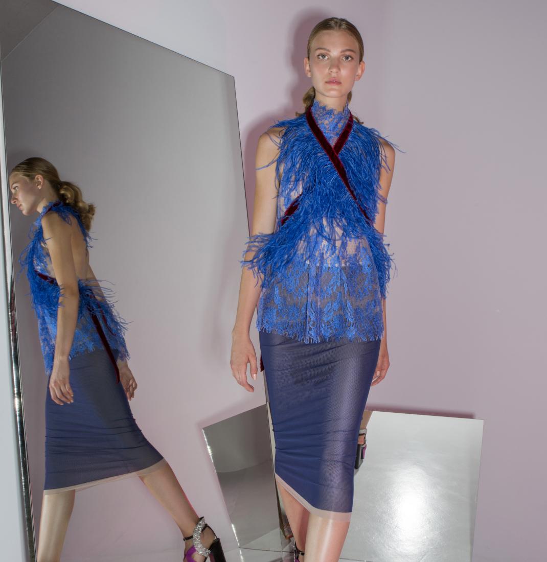 γυναίκα με φόρεμα Liana Camba