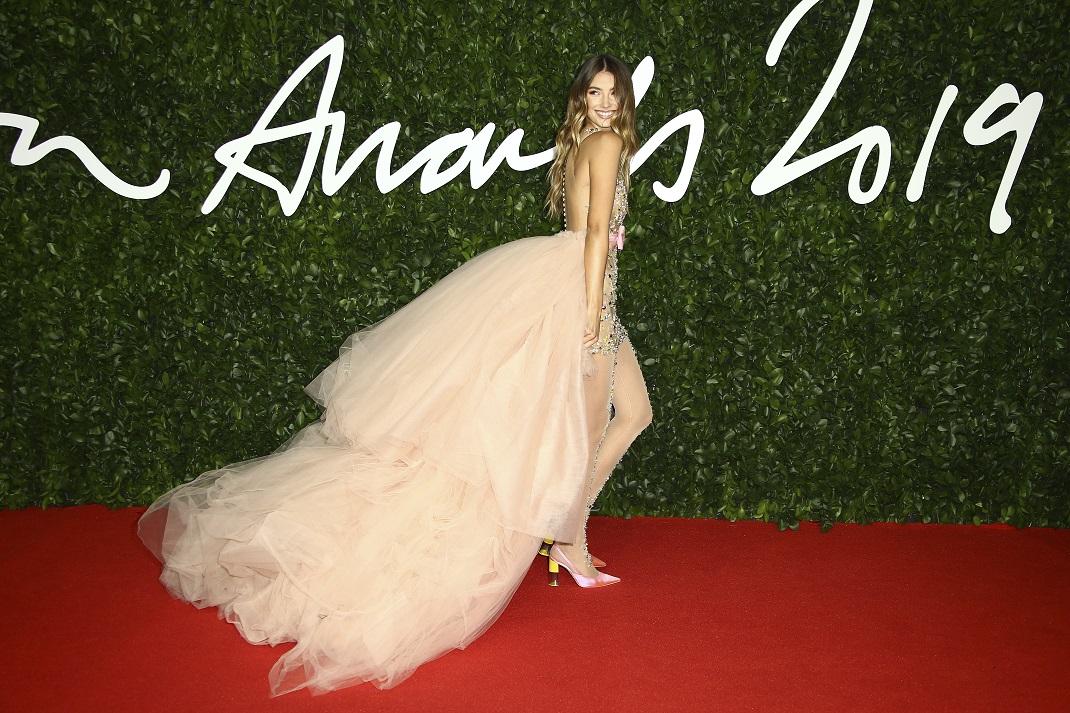 Η Lorena Rae με φόρεμα Celia Kritharioti
