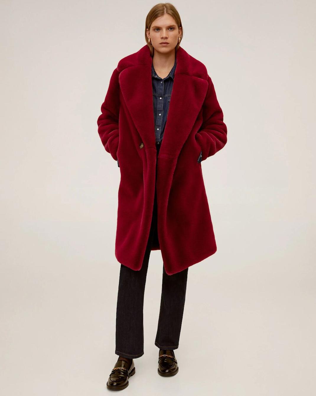 γυναίκα με παλτό Mango