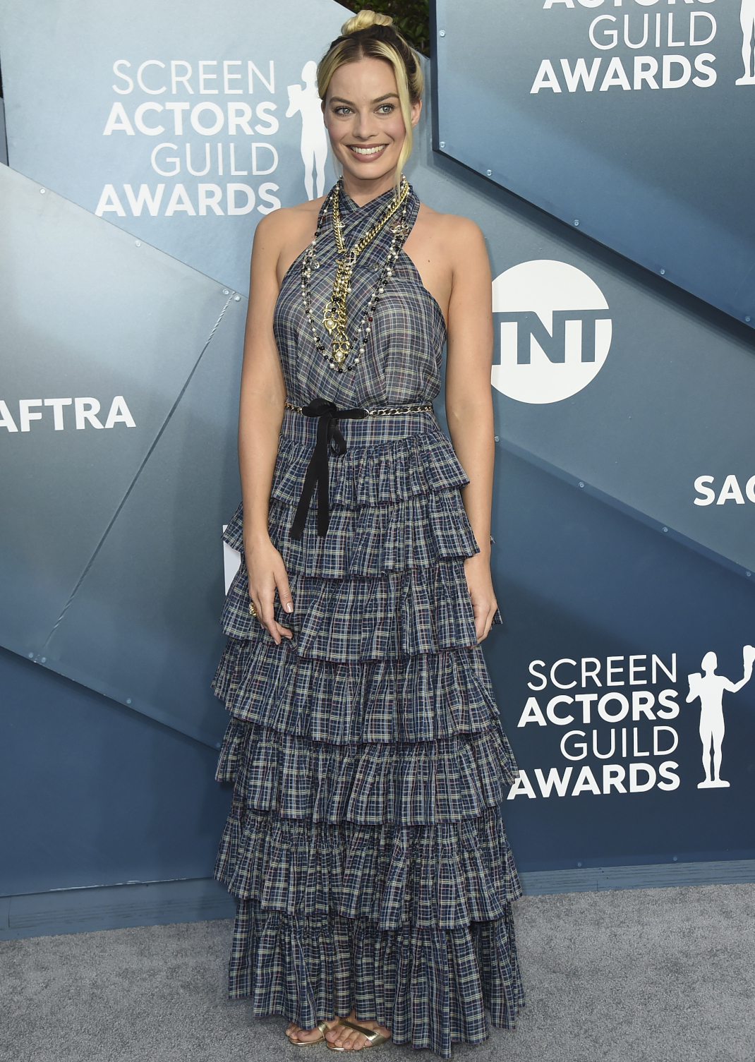 H Margot Robbie στο κόκκινο χαλί των SAG Awards