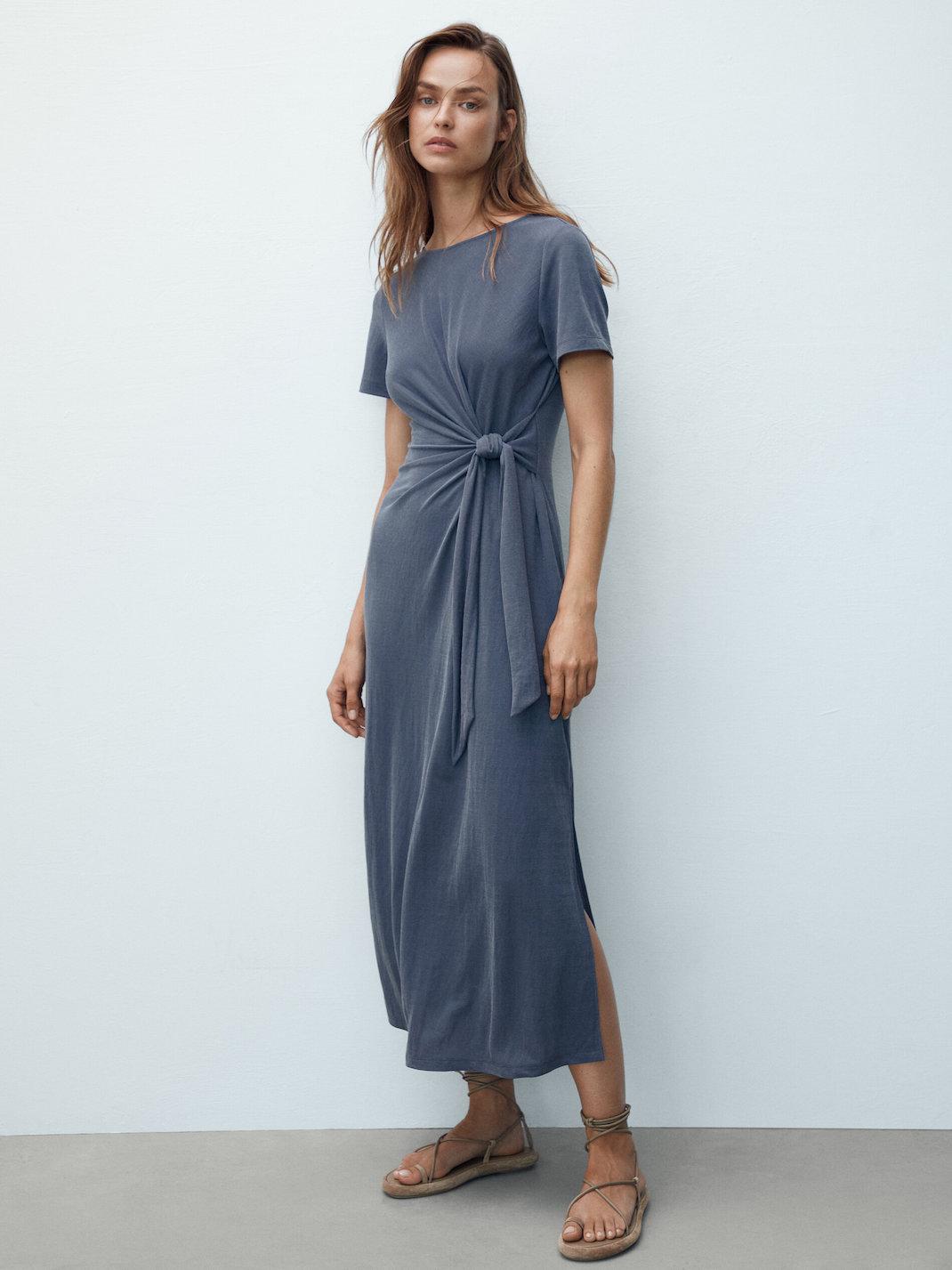 μοντέλο με φόρεμα