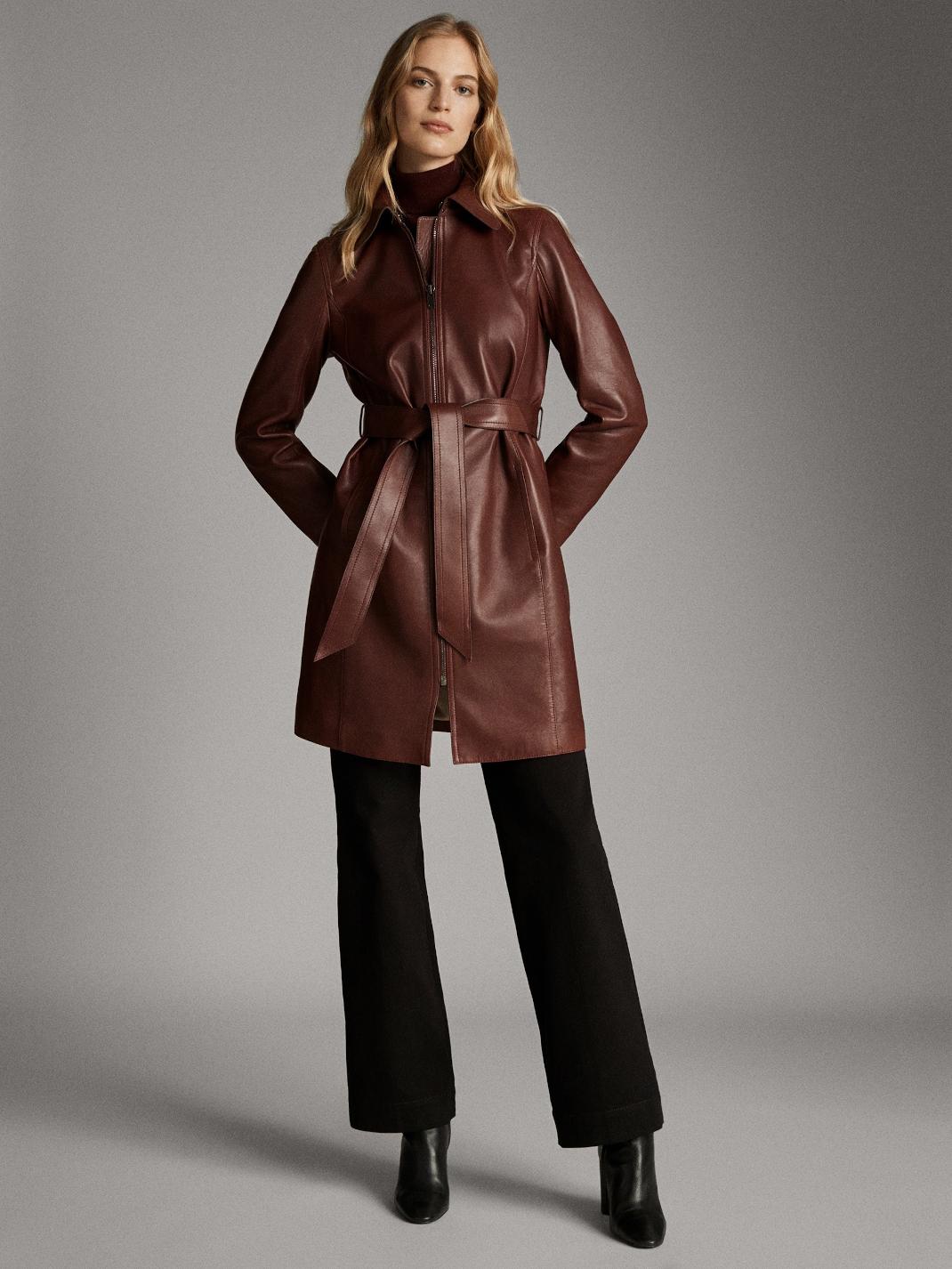 γυναίκα με παλτό Massimo Dutti