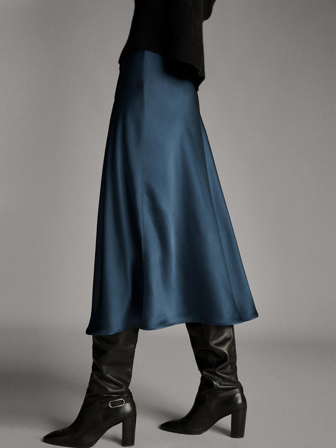 γυναίκα με σατέν φούστα Massimo Dutti