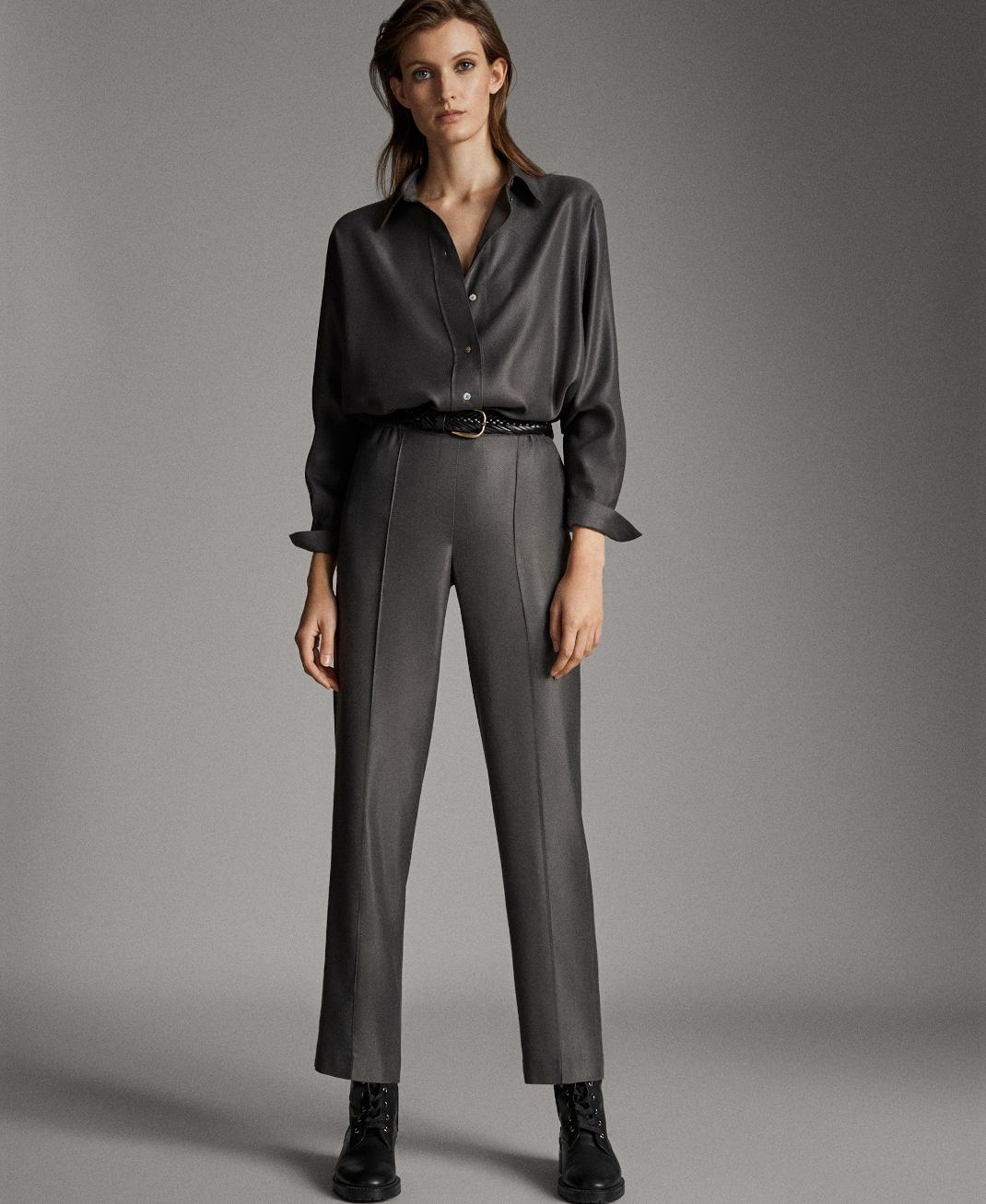 γυναίκα με παντελόνι Massimo Dutti