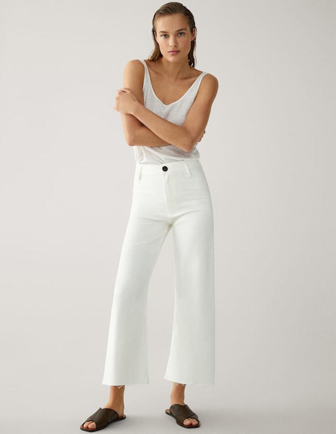 μοντέλο με λευκό τζιν
