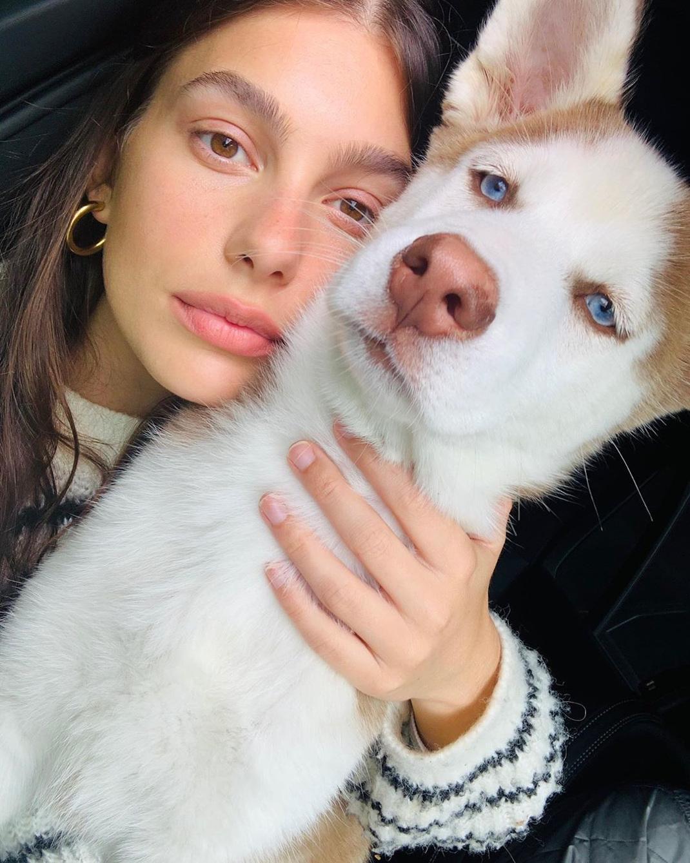Το κορίτσι του Ντι Κάπριο έβγαλε φωτό με τον σκύλο της