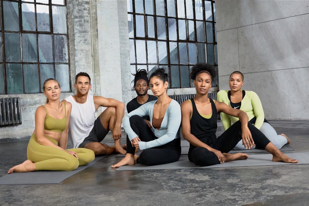 Η νέα συλλόγη Infinalon από τη NikeYoga χαρίζει άνεση και κομψότητα στους λάτρεις της γιόγκα