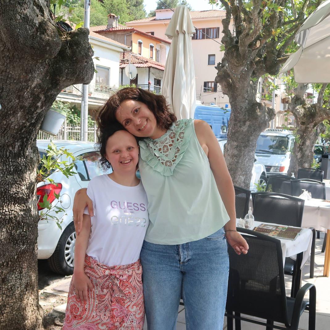 Με τη δασκάλα της, Βιβή Αντωνίου