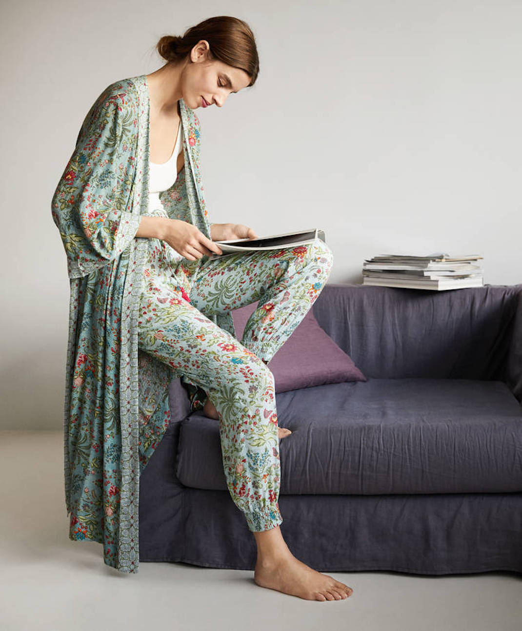 μοντέλο με τη homewear συλλογή των Oysho