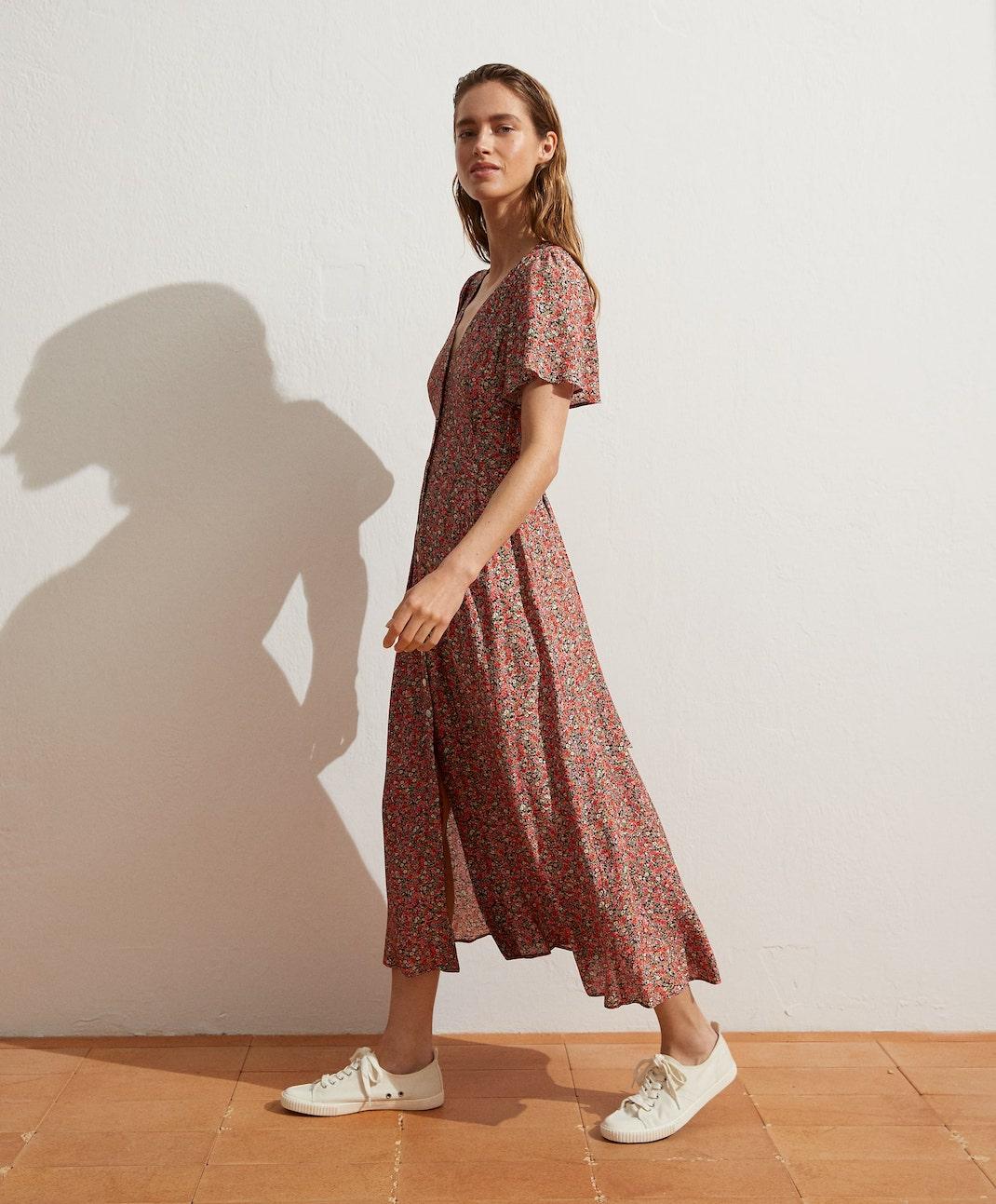 γυναίκα με φόρεμα Oysho