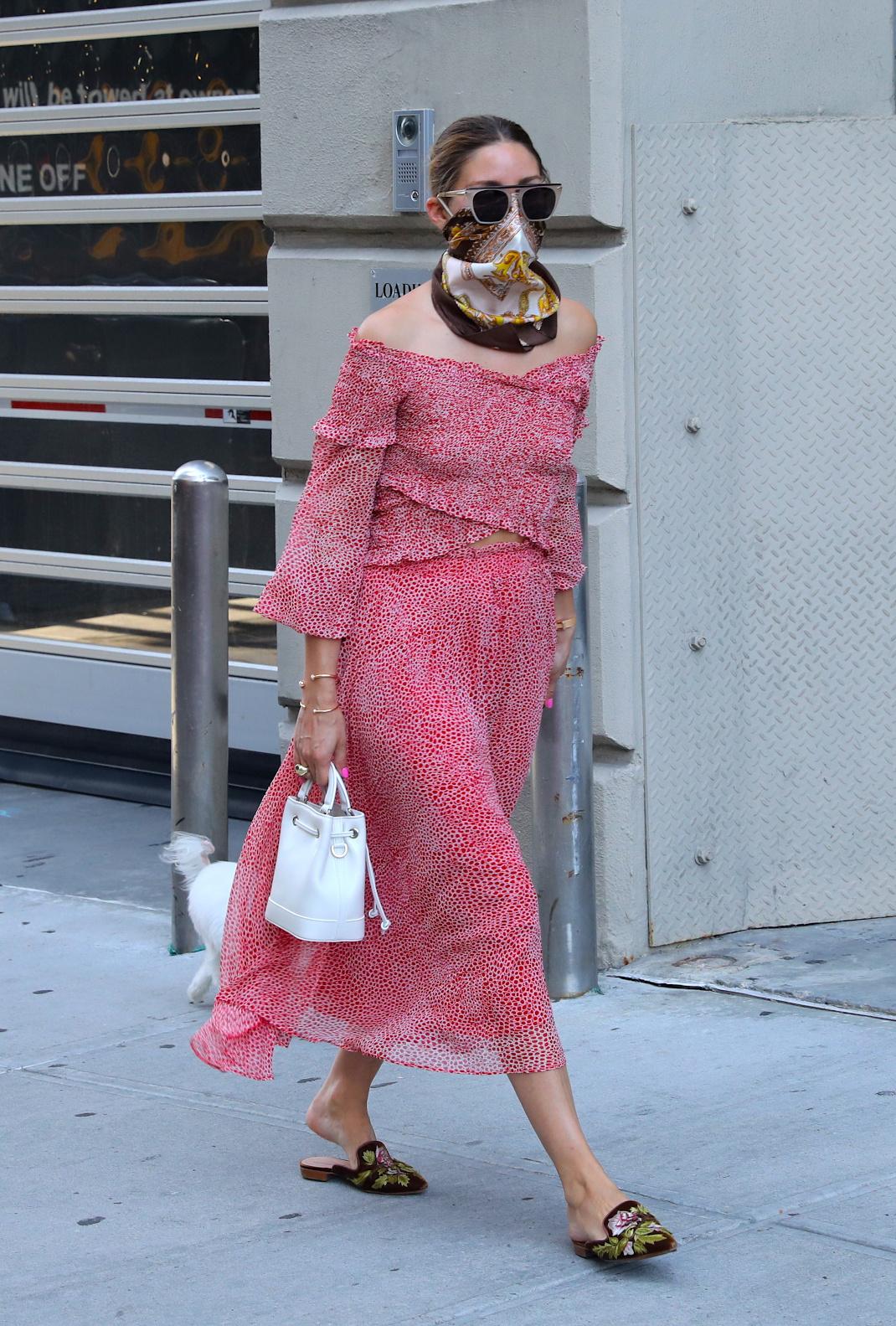 Ολίβια Παλέρμο με μαντήλι στο πρόσωπο